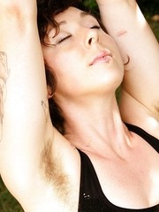 Hairy tattooed babe Luca spreadng muff