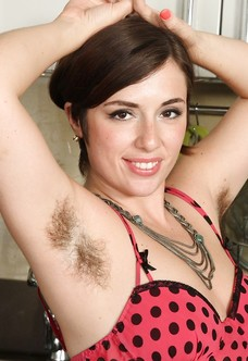 All natural hairy superstar Simone Delilah