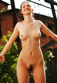 Natural nude Elenia showing trimmed bush