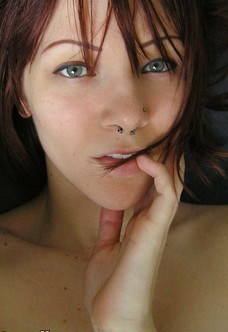 Selfshot hairy amateur Del in the morning glow