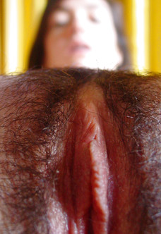 Hairy amateur Claire posing in nude selfpics