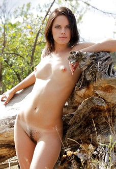 Presenting natural unshaved model Evgeniya