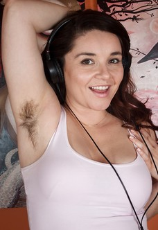Hairy woman Maxine Holloway stuffs her pretty pussy
